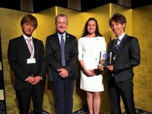 PADIビジネスシンポジウム2017にて『PADI 優秀賞』 を受賞した様子